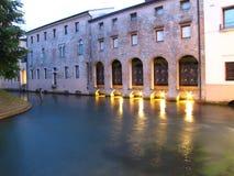 De kanalen van het water in Treviso - Italië Stock Foto's