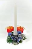 De kandelaar van Kerstmis die op een witte backgrou wordt geïsoleerda Stock Foto