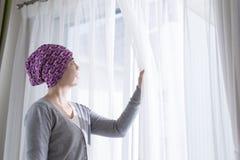 De kankervrouw voelt hoop royalty-vrije stock afbeelding