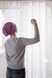 De kankervrouw voelt sterk Royalty-vrije Stock Foto