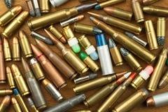 De kanoncontrole herstelt wapen Verschillende types van munitie Het recht op eigendom van kanonnen voor defensie Stock Foto's
