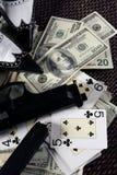 De kanonnen van het spel en dollars, clasic maffiagangster nog stock afbeelding