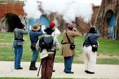 De Kanonnen van het vuren bij Fort Morgan Royalty-vrije Stock Foto's