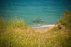 De kant van de de meningszwarte zee van het de zomerstrand Stock Foto