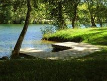 De kant van de rivier Stock Foto's