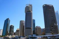 De Kant van de Rivier van de Stad van Brisbane Stock Afbeeldingen
