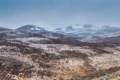 De kant van de sneeuwberg de weg aan het yading Royalty-vrije Stock Foto
