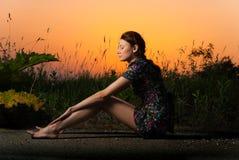 De kant van de wegmening van de zonsondergang Stock Afbeeldingen