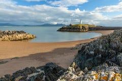 De Kant van het oosten van Ynys Llanddwyn, Anglesey Stock Afbeeldingen