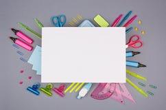De kantoorbehoeftenachtergrond van de conceptenkunst met leeg briefhoofddocument voor tekst voor ontwerp en reclame gekleurde bur royalty-vrije stock afbeeldingen