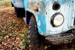 De kap van de oude auto met gebarsten verf royalty-vrije stock foto