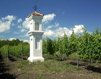 De kapel van het dorp met wineyard dichtbij Perna Stock Foto