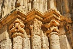 De kapitalen van de ingang van Kerstman Clara Velha in Coimbra Stock Afbeelding