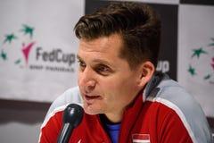 De Kapitein van Adrianszguns van team Letland voor FedCup, tijdens persconferentie voor FEDCUP-Wereldgroep II Eerste Ronde spelen stock fotografie
