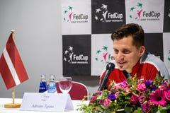De Kapitein van Adrianszguns van team Letland voor FedCup, tijdens persconferentie voor FEDCUP-Wereldgroep II Eerste Ronde spelen royalty-vrije stock foto