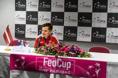 De Kapitein van Adrianszguns van team Letland voor FedCup, tijdens persconferentie voor FEDCUP-Wereldgroep II Eerste Ronde spelen stock foto