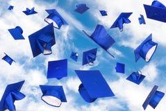 De kappen van de graduatie tijdens de vlucht Stock Afbeeldingen
