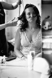 De kapper maakt tot kapsel aan meisje Rebecca 36 royalty-vrije stock fotografie