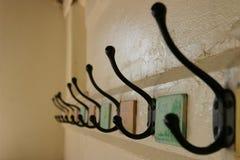 De Kapstokken van de school (selectieve nadruk) stock fotografie