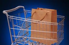 De kar en de zak van de kruidenierswinkel Royalty-vrije Stock Afbeeldingen