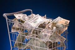 De kar van de kruidenierswinkel met contant geld Stock Foto