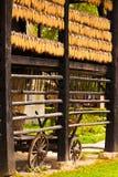 De kar van het landbouwbedrijf en rijen van graan Royalty-vrije Stock Foto