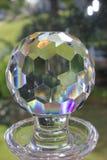 De karaffen van het besnoeiingsglas in venster Royalty-vrije Stock Afbeeldingen