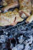De karbonades van de kip bij de grill Stock Foto's