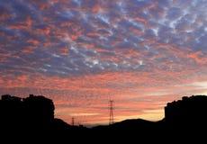De karmosinröda molnen på soluppgång Royaltyfria Bilder
