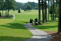 De karren van het golf op golfcursus Royalty-vrije Stock Afbeeldingen