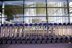 De karrenluchthaven van de bagage royalty-vrije stock fotografie