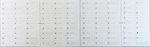 De kast van de brievenbus stock afbeeldingen