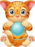 De kat van de beeldverhaalbaby het spelen met bal van blauw garen vector illustratie