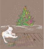 De kat ziet Kerstmisboom Royalty-vrije Stock Fotografie