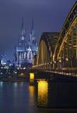 De kathedraal en cathedra van Keulen Stock Fotografie