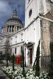 De Kathedraal en de telefoon van heilige Pauls Stock Fotografie