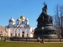 De kathedraal en het monument van Sofia voor het millennium van Rusland royalty-vrije stock foto's