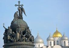 De kathedraal en het monument van Sofia voor het millennium van Rusland stock afbeelding