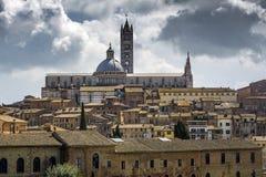 De kathedraal en de koepel van Florence bij schemer in Toscanië Stock Afbeelding