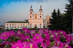 De kathedraal van de Afdaling van de Heilige Geest op Zonsondergang, Minsk, is stock foto's