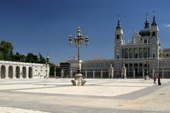 De Kathedraal van Almudena in Madrid stock foto