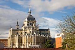 De kathedraal van Almudena, Madrid Stock Afbeeldingen