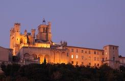 De Kathedraal van Beziers bij nacht Royalty-vrije Stock Foto