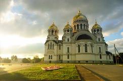 De Kathedraal van de gastheerbeklimming Novocherkassk Rusland Zonsondergang stock fotografie