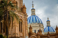 De Kathedraal van de Onbevlekte Ontvangenis in Cuenca, Ecuador Stock Afbeeldingen