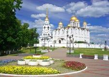 De kathedraal van de veronderstelling in Vladimir in de zomer, Rusland Royalty-vrije Stock Foto