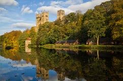 De Kathedraal van Durham in de Herfst. Stock Afbeelding
