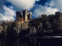 De kathedraal van Durham in een verschillend licht stock foto's