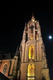 De kathedraal van Frankfurt bij nacht Stock Afbeelding