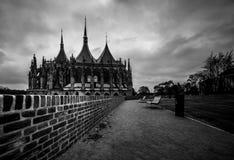 De kathedraal van heilige Barbara op zwart-witte foto stock foto's